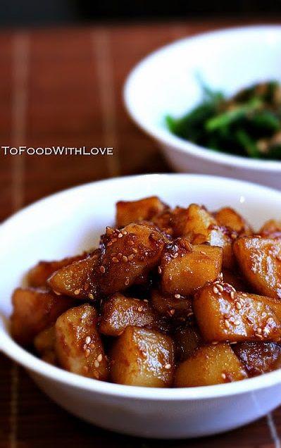 GAMJA JORIM (soy sauce-glazed potatoes) ~~~ recipe gateway: this post's link + http://kimchimari.com/korean-potato-side-dish-gamja-jorim-%EA%B0%90%EC%9E%90%EC%A1%B0%EB%A6%BC/ + http://crazykoreancooking.com/recipe/braised-potatoes-gamja-jorim + http://missboulette.wordpress.com/2013/10/03/glanzend/ [Korea] [tofoodwithlove]