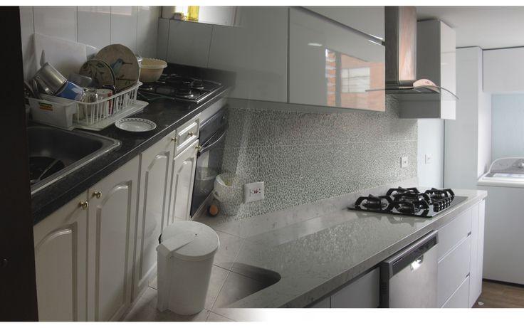 Puedes darle un toque moderno a tu cocina aun con colores neutros como el blanco.