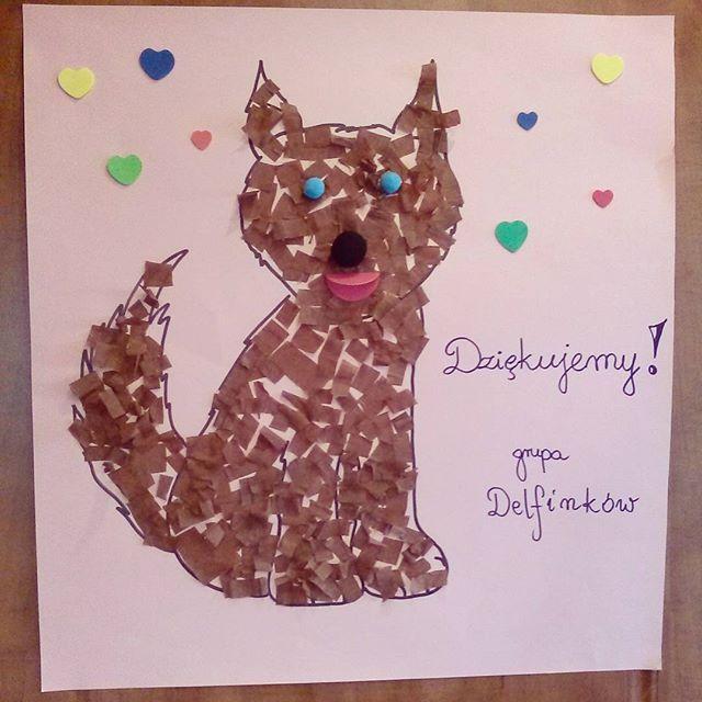 Byliśmy dziś z naszymi goldenkami w przedszkolu Li opowiadać o rasie:) Psiaki zrobiły furorę- wszystkie dzieci chciały je głaskać i częstować smakołykami i wróciły do domu przeszczęśliwie zagłaskane :) Popatrzcie tylko jakie cudo maluchy dla nas przygotowały w podziękowaniu:) #psy #goldenretriever #dogs #dzieci #kreatywnie #przedszkole #przedszkolak #toddler #kidscraft #toddlerart