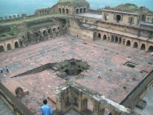Essay on rani lakshmi bai in hindi