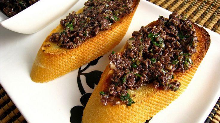 Tapenade di olive nere: la ricetta originale francese con ingredienti e dosi.