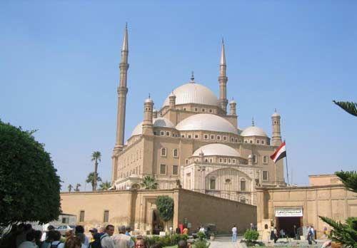 Tours desde Hurgada a Cairo y visita de la fortaleza de Saladino en Cairo y visita de la mezquita de Muhammed Ali #tour_Hurgada #Cairo #visita_en_Cairo_desde_Hurgada  http://www.maestroegypttours.com/sp/Excursi%C3%B3nes-en-Egipto/Hurghada-Excursiones