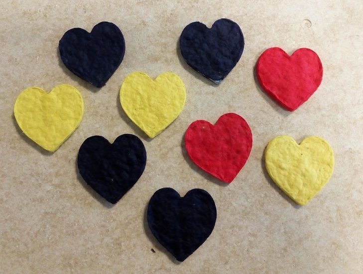 rood hart, geel hart, blauw hart; red heart, blue heart, yellow heart; kadolabel, present tag
