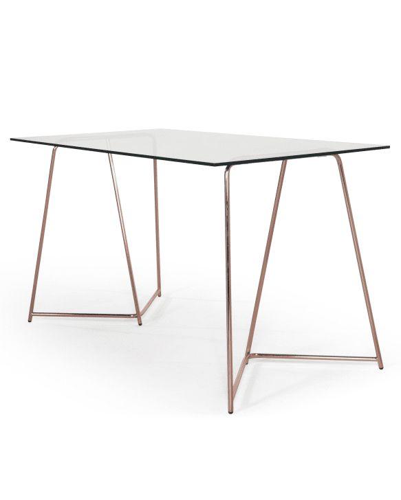 Ce bureau est doté d'une surface en verre trempé. Un matériau pile-poil dans la tendance, qui allège votre intérieur par sa transparence. Parfait pour les petits espaces.