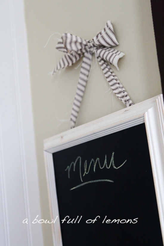 How to make a chalkboard frame | A Bowl Full of Lemons: Projects, Bowls Full, Frames Crafts, Chalkboard Frames, Cool Ideas, Old Pictures Frames, Chalkboards Frames, Make A Chalkboards, Distressed Ink