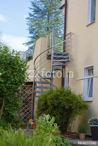 Seperate Außentreppe vom Garten zur Terasse