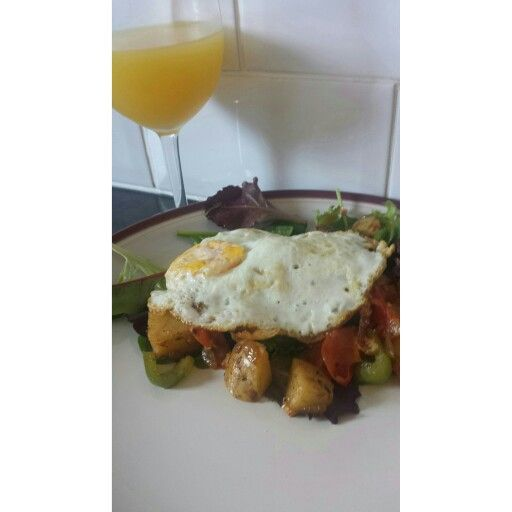 #Breakfast #monday #morning #roastedpotoato #green #bellpeppers #mushroom #cherrytomatoes #onion #garlic #oliveoil #babyleaf #salad #greenleaves  #spinach #redleaf #redchard  #egg #food #foodporn #Foodie #foodjunkie #orange  #juice #healthyeating  #aboutthatlife #livewelleatwell