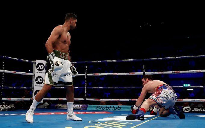 Amir Khan British Pakistani Boxer Knocks Out Phil Lo Greco In 40 Seconds British Pakistani Khan Boxer Boxer