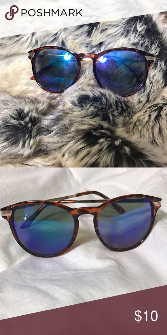 Blue reflect tortuous shell sunglasses No name brand sunnies. worn 1 time. Accessories Sunglasses