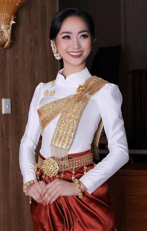 Menina Marroquina Bonita No Vestido Dourado Curto E No