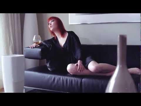 Bylinková holka: Lipo - Ležím v tvé blízkosti ft. Debbi [Official v...