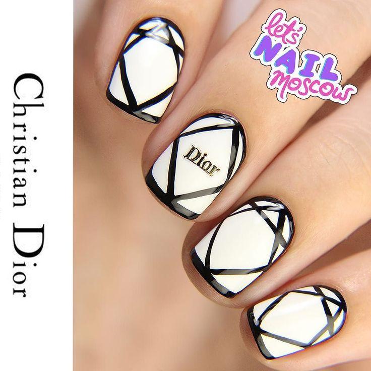#nails #nailart #beautifulnails #funnails #ногти #маникюр #красивыеногти #Diornails #fashionnails Dior должен был появиться рано или поздно. Потому что это Dior.  На ногтях рисунок повторяющий линии стежков на сумочке #MissDiorBag  Если вы думаете повторить рисунок (опасный трюк! выполнялся профессионалами!) и сделать черную обводку лаком - расслабляющая музыка и мноооогооо жидкости для снятия лака вам в помощь