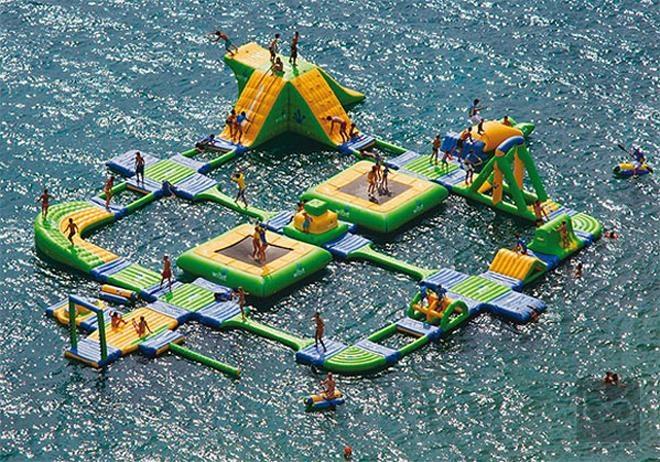 Denizin ortasında oyun parkı... / Entertainment park in the middle of the sea...