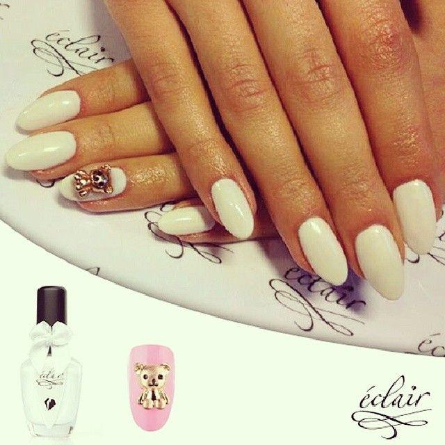Metalowe broszki misie + biały lakier = <3 #eclairnail #eclair #nailporn #nailart #white #nail #nailswag #sweet #teddybear