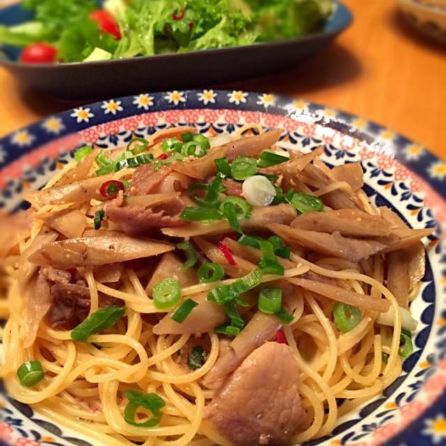 今日の晩ご飯に! にんにくと鷹の爪でピリ辛に! 美味しい - 74件のもぐもぐ - 胡麻油の香りが食欲を刺激!豚肉と牛蒡の和風パスタ&サラダ♪ by y35birupulau