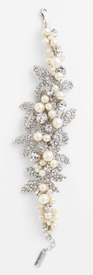 Beautiful bridal bracelet - pearl and crystal, rhinestone wedding bracelet