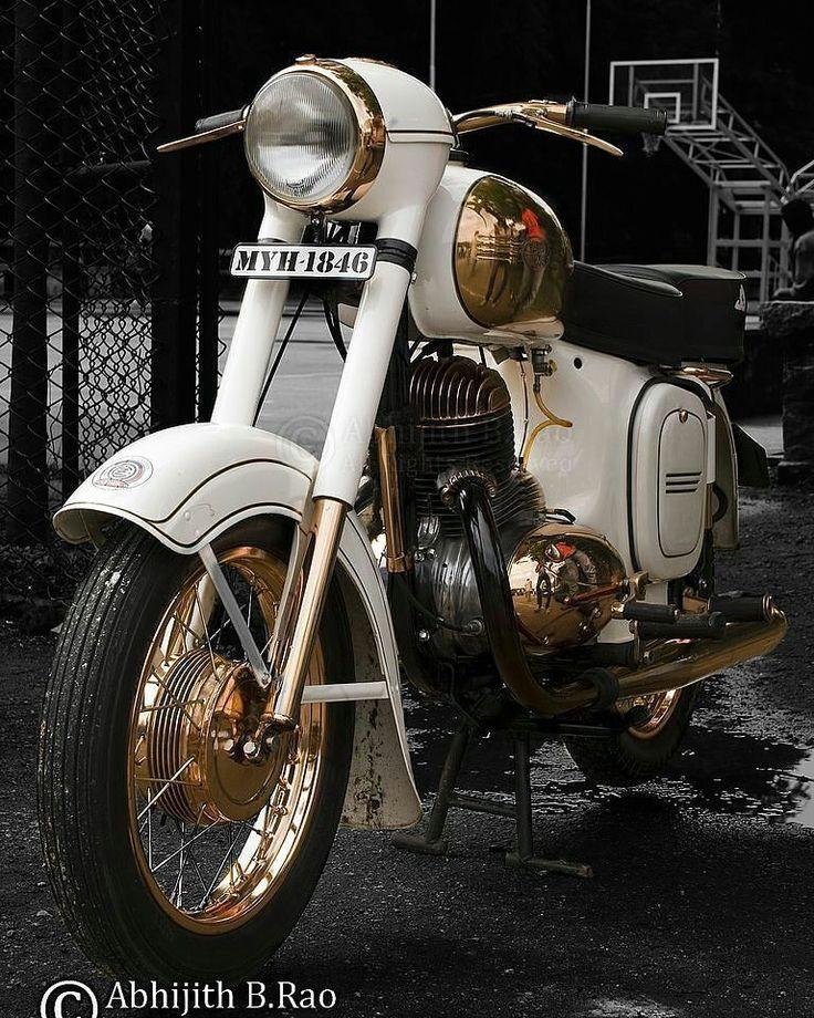 Jawa 250cc  Photo courtesy of @hendry_dsilva_4709  More photos on - http://ift.tt/1MOOLiU (Link in Profile) | #jawa | #jawamotorcycles.com | #idealjawa| #2stroke | #chrome | #Cz | #biker | #motorcycles | #imtheindianbiker | #yezdi | #yjoci | #retro | #czech | #vintage | #vintagestyle |#india | #motorbike | #caferacer | #bikeporn | #instamotogallery | #dirt | #bike | #picoftheday | #gopro | #motocross | #motorcycleyard |