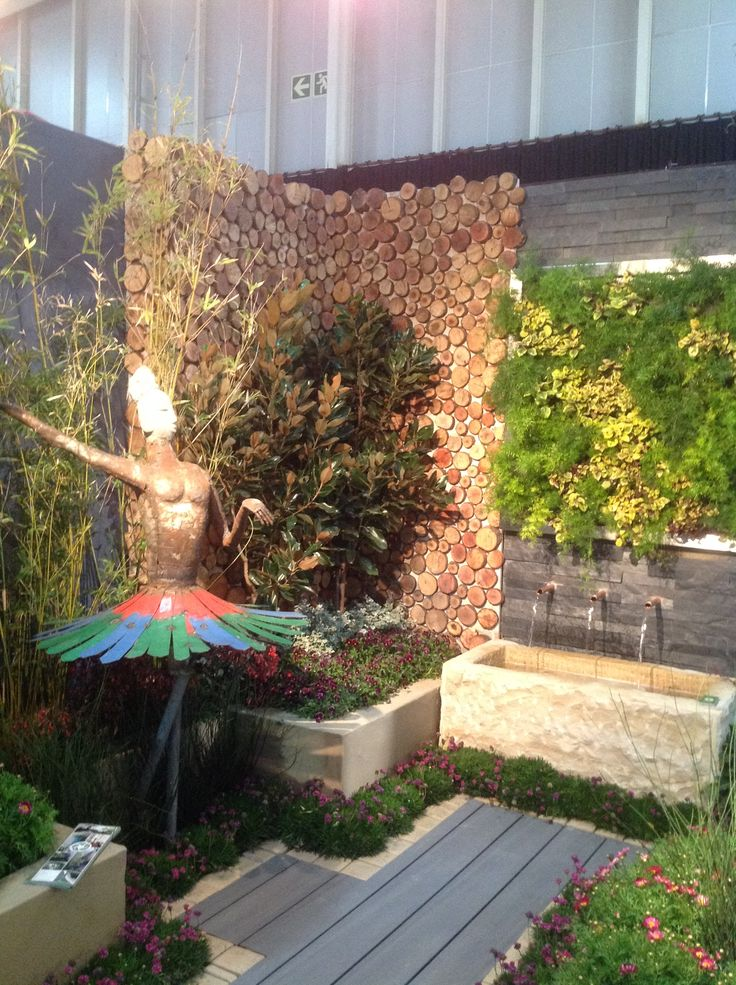 The EarthLinks Landscaping stand featured vertical planting and interesting textures.