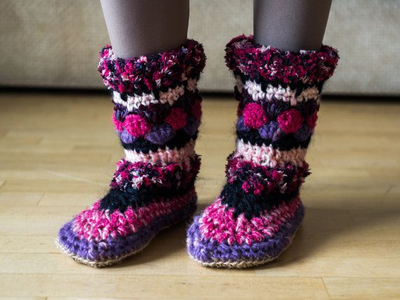 Colorful and chunky slipper-boots