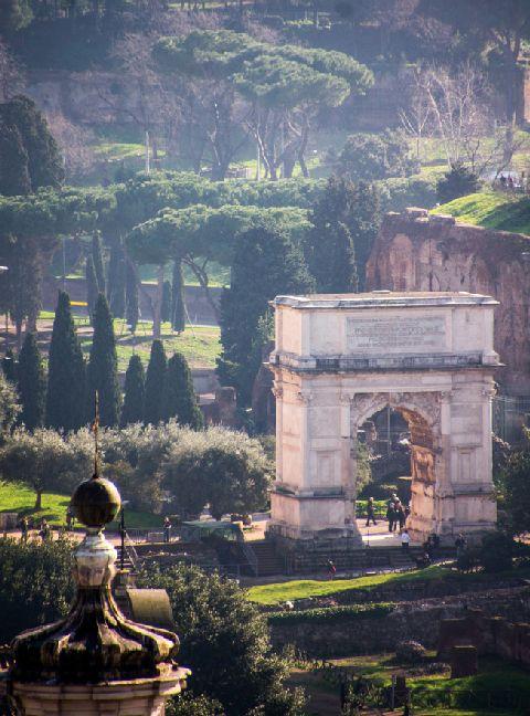Titusbuen, Rom - Blev bygget i år 82. e. Kr. og mindes kejser Titus mange sejre.