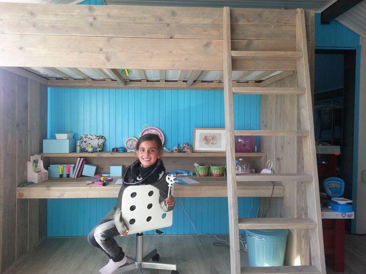Hoogslaper met bureau van gebruikt steigerhout!