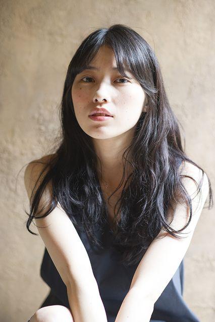 【CALVARi】女性らしさ際立つニュアンスロング│ミディアム・ロング&アレンジ│SPUR.JP