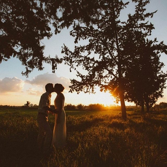 #Realweddings.    https://www.facebook.com/ohsoprettyweddingplanning/photos/pb.709499315771243.-2207520000.1426873524./784227188298455/?type=3