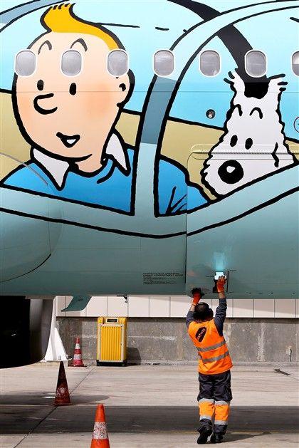 Conheça o Rackham, o avião do Tintim que esteve hoje em Lisboa
