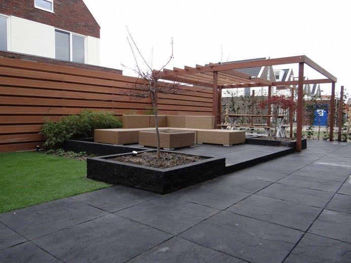 Tuin met bestrating verhoogd terras en beplanting tuin pinterest tuin met and projects - Voorbeeld van terras ...