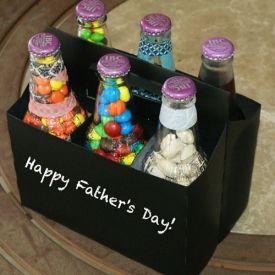 Put together this tasty six pack of treats for dad with this easy diy Father's Day gift idea and tutorial. Til pigerne til jul-Sophie og Audi
