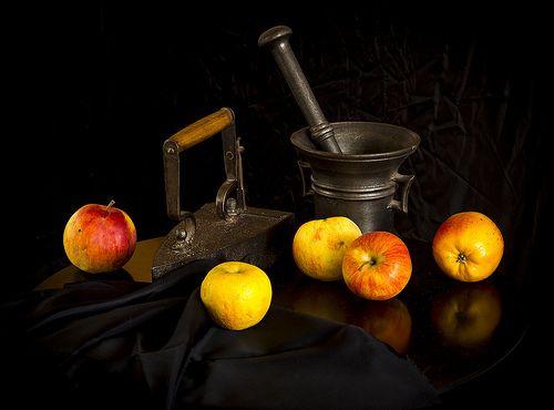 Apples in black