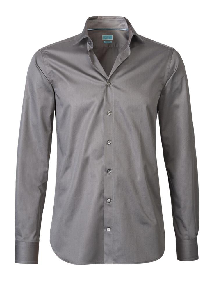 A beautiful gray/silver shirt of British Indigo. Very good quality. This shirt costs now € 89.95 on http://hemdenonline.nl/shirts/overhemden-british-indigo-modern-fit-7183.html#