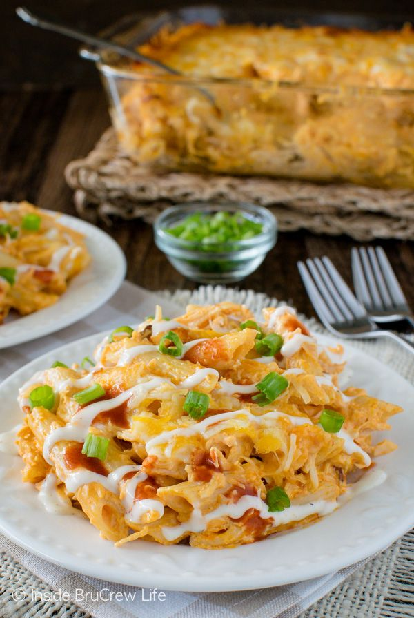Buffalo Chicken Pasta Bake - pasta and chicken dip meet in one amazing pasta dish. Easy dinner recipe for busy nights!