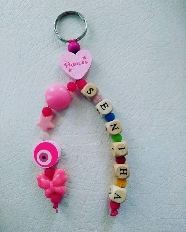 Senihanın okul çantası için yaptığım anahtarlık güzel günlerde kullanması dileğiyle 😘😘🌸🌼😍😍 #anahtarlık #emzikzinciri #emzikaskısı #pembe #mavi #yeşil  #sari  #rengarenkk  #boncuk #tahtaboncuk #prenses  #babys #babyshop  #kalp #nazarboncugu... -   Senihanın okul çantası için yaptığım anahtarlık güzel günlerde kullanması dileğiyle 😘😘🌸🌼😍😍 #anahtarlık #emzikzinciri #emzikaskısı #pembe #mavi #yeşil  #sari  #rengar