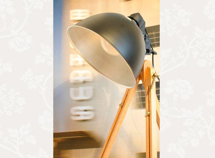 Simple Holz Stativ Lampe Tripod Bauhaus Atelier Design von lumieres du
