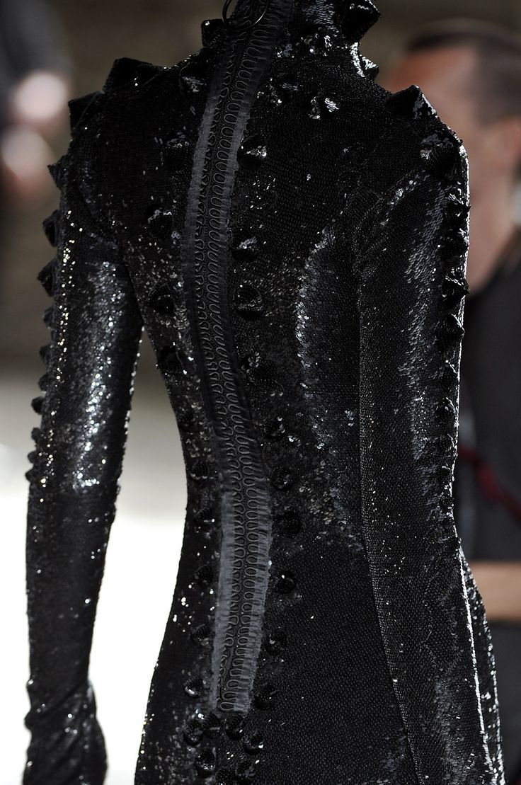 voidchella:     Givenchy Fall-Winter Couture 2009
