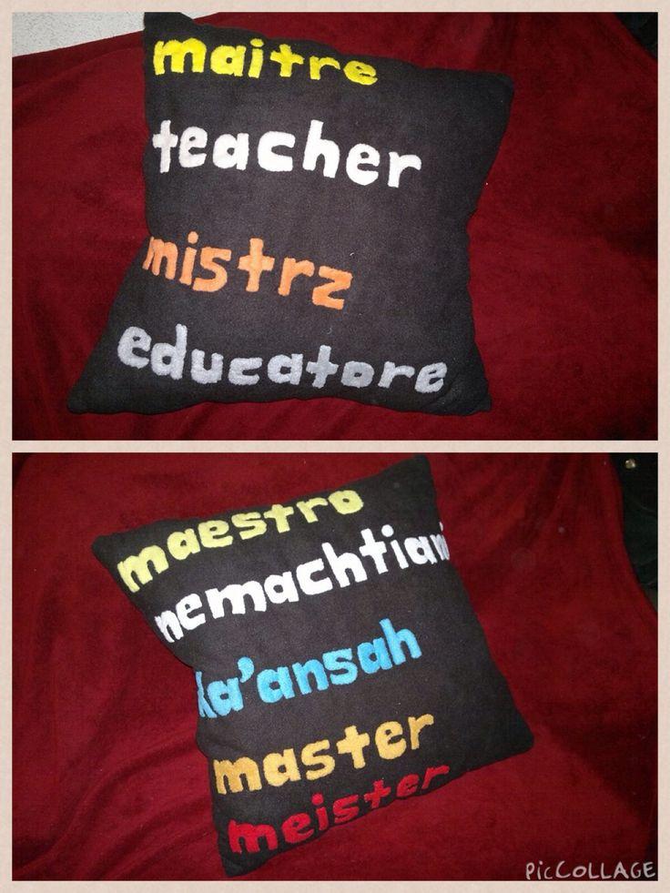 Cojín de maestro en distintos idiomas!