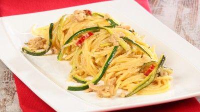 Spaghetti tonno, limone e zucchine
