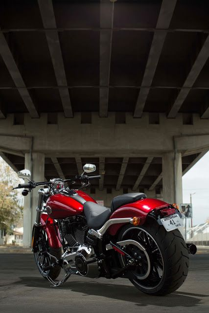 Racing Cafè: Harley-Davidson FXSB Breakout 2013