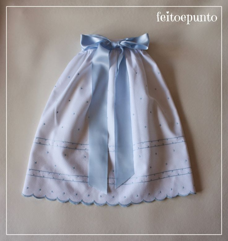 Faldón de cintura de piqué bordado | Aprender manualidades es facilisimo.com