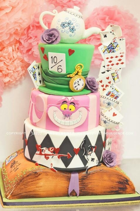 What an awesome Alice in Wonderland cake!!!