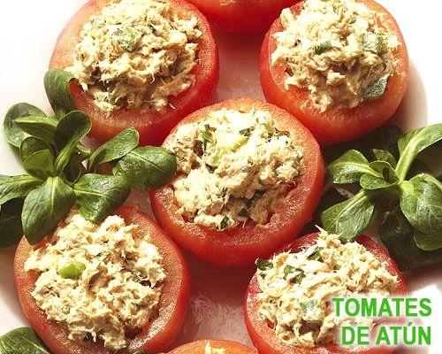 Tomates rellenos de atún y albahaca