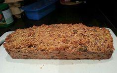 Allerlekkerste havermoutbrood, in 5 minuten te maken. Ingrediënten: 250 gram havermout (basic AH), 30 gram gebroken lijnzaad, 30 gram pompoenpitten, 2 eetl kaneel, 3 eieren, 180 ml haver-,rijst-, amandel- of sojamelk en 1 banaan in stukjes. Mengen in de mengkom, in een cakevorm gieten en hoppa...de oven in. Oven op 170 graden, 50 minuten.