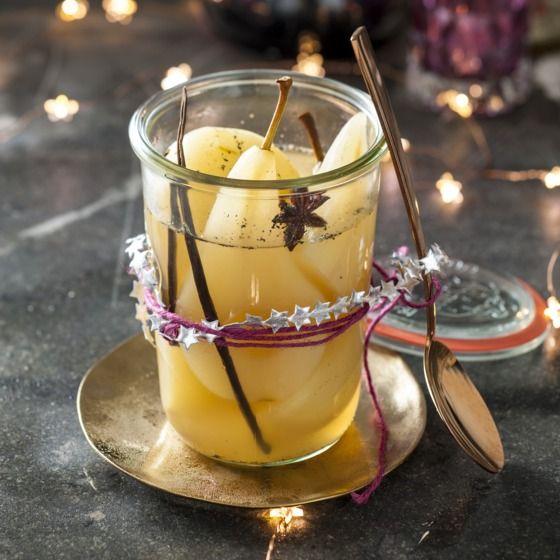 Helemaal kerst: gepocheerde peer met witte wijn en vanille