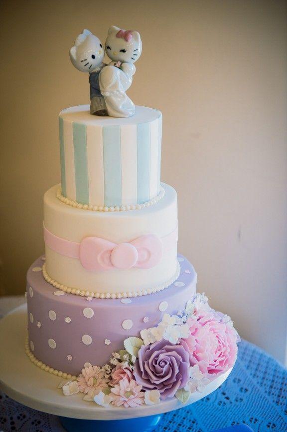 Omg, hello kitty wedding cake Rock.n.roll bride blog Photography: Alex Beckett Cake: Jelly Cake