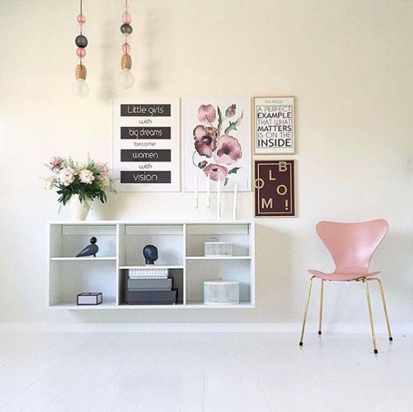 Altid fint hjemme hos Krea_Pernille. Skønne plakater fra Livink. #Little #Girls #Bloomie #Fridge #Posters #Livink