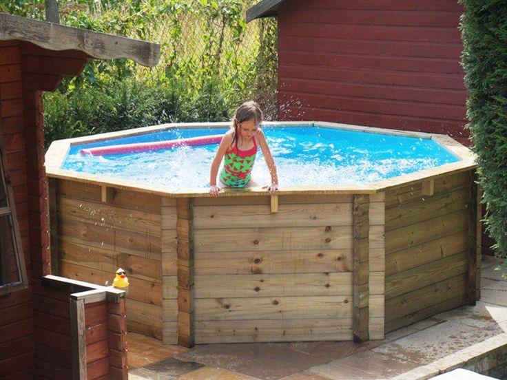 """Já sabe o que vai fazer para espantar o calor dos próximos meses? O site """"As Toupeiras"""" pensou num projeto fácil, simples, barato e refrescante para quem não quer passar sufoco com as temperaturas altas: uma piscina feita com pallets."""
