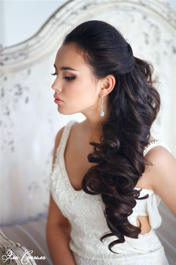 half up half down wavy bridal hairstyle picture