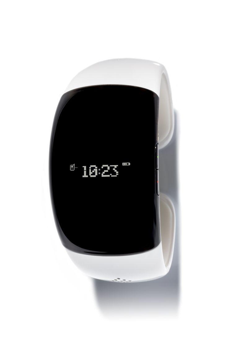 Meer dan een eenvoudig horloge!   Blijf verbonden met je telefoon via Bluetooth. Een smartwatch  die je zegt hoe laat het is en nog veel meer biedt. Door je te verbinden  met al je Bluetooth apparaten – telefoons, smartphones. tablets en PC's Met een blik op je pols bij de tijd. Bij binnenkomende gesprekken rinkelt en trilt de MyKronoz, en toont het nummer van de beller en/of  het  contact  op het OLED scherm. #smartwatch #mykronoz #zenano #zewatch #zebracelet