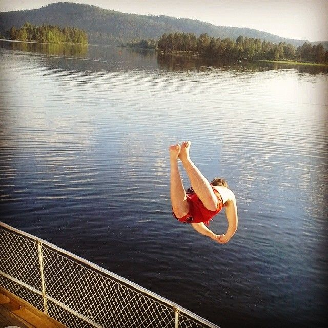 Take a plunge from the deck of Älvkungen into Vindelälven in Sorsele, Swedish Lapland. #summer #beachlife
